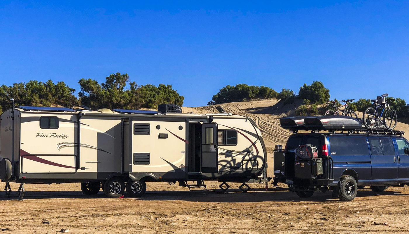 How to Jack Up a Travel Trailer